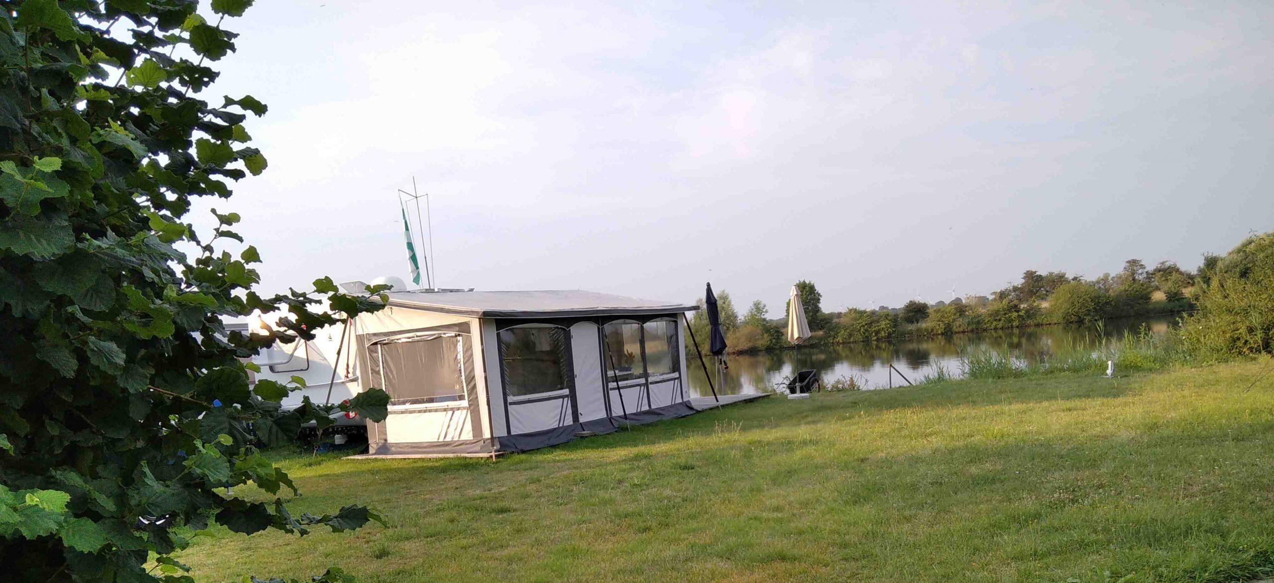 Ein idyllischer Campingplatz direkt an der Weser vor den Toren Bremens